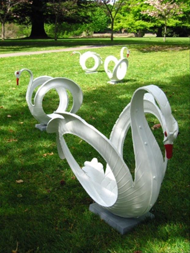 декорация в градината - лебед от гуми