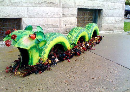 декорация в градината- дракон от гуми